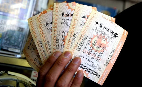 The largest Powerball windfall of the year worth $447.800.000 goes to California