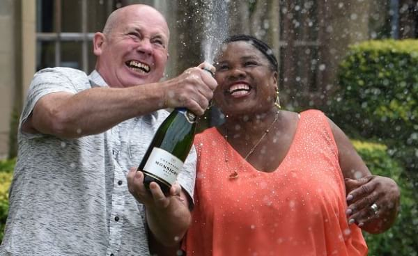 Coventry couple has noble plans after £1.000.000 Euromillions win