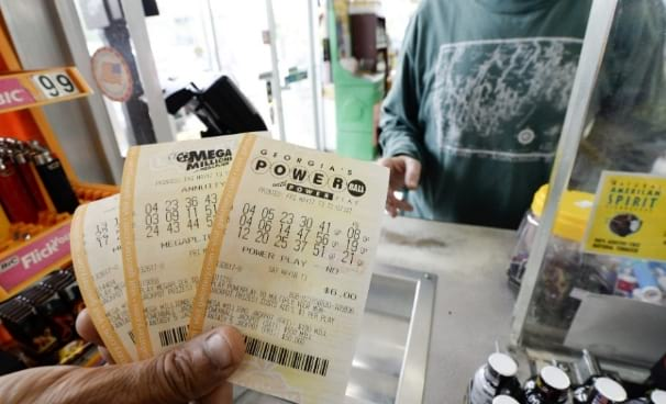 Mega Millions and Powerball both offering over $200.000.000 in the next two days