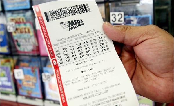 The highest Mega Millions jackpot of the year worth $393.000.000 goes to Illinois
