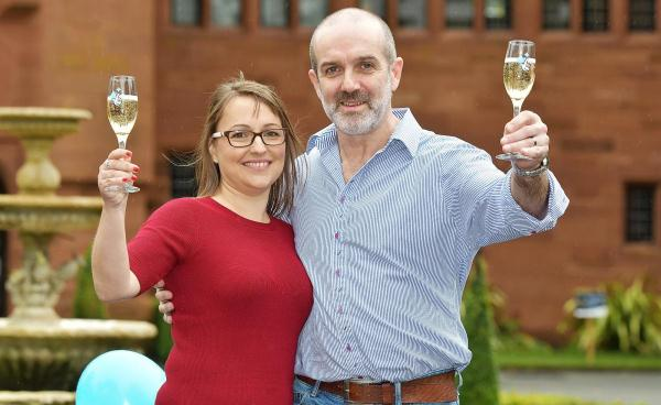 Ulverston couple becomes £1.000.000 richer thanks to Euromillions