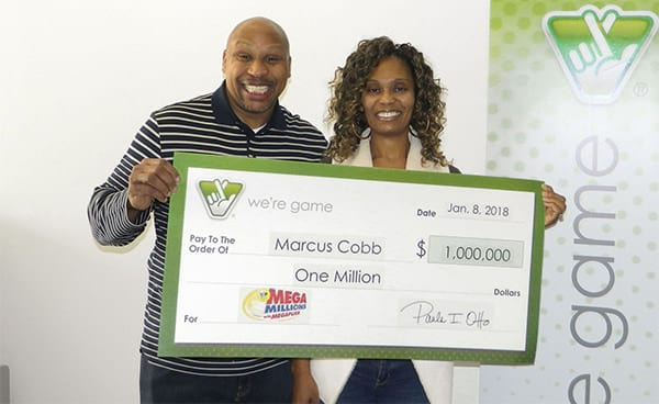 $1.000.000 lotto winner wakes up his whole family to share the lucky news