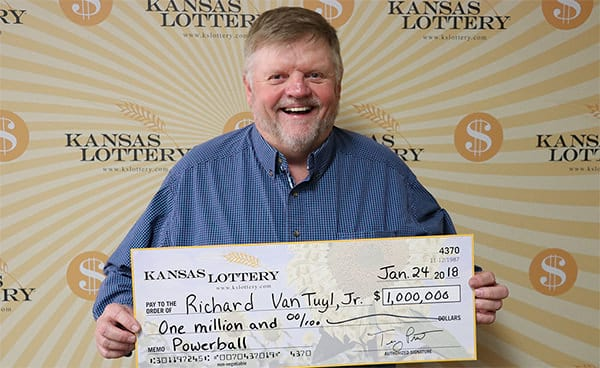 Construction worker from Kansas collects $1.000.000 Powerball prize
